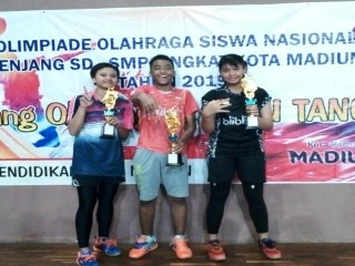 SMPN 3 Madiun Borong Juara Badminton dalam PORKOT 2019